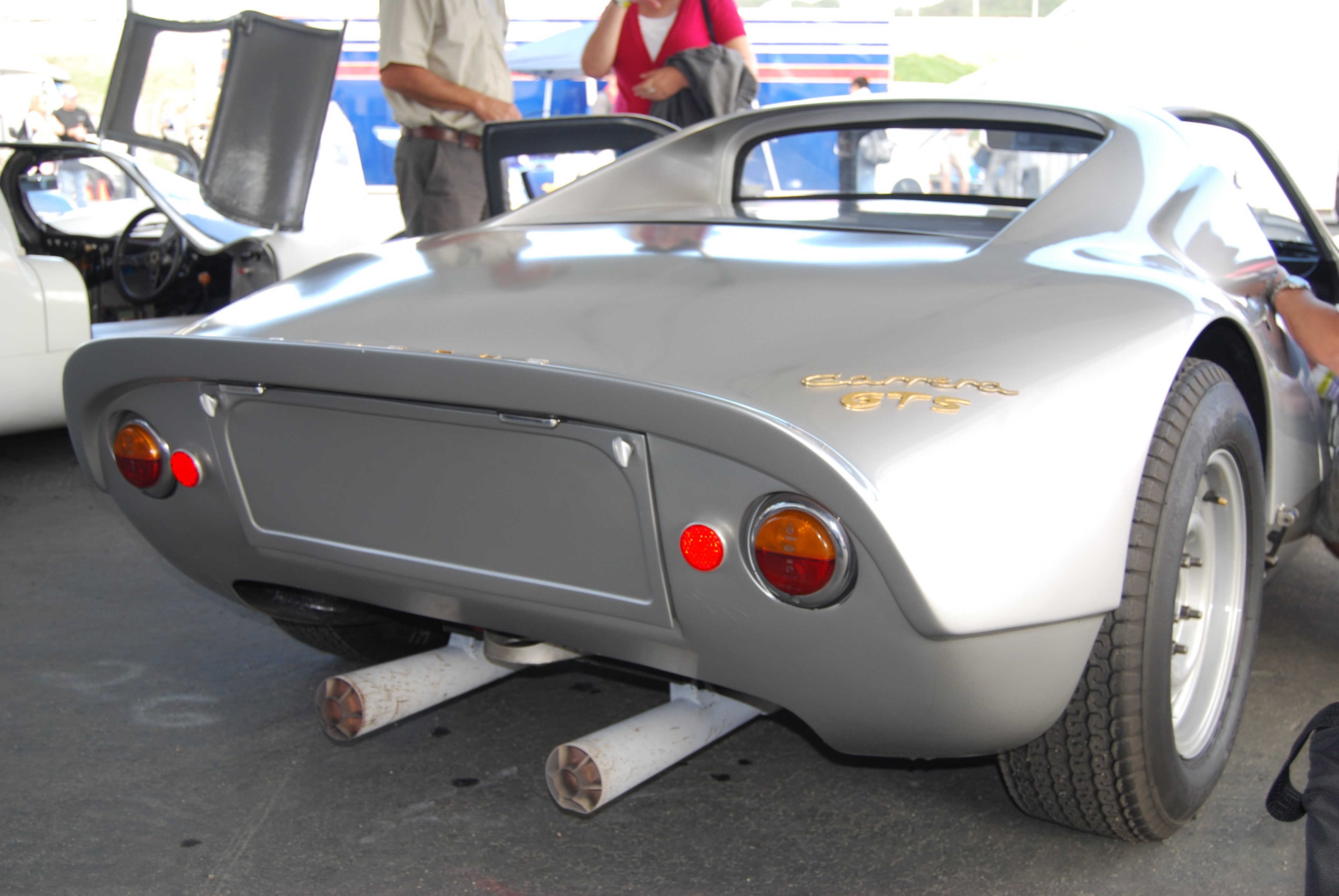 1966 Porsche_904_Carrera_GTS_^33_Right,_rear,_corner,_tail_pipes,_name,_etc..jpg