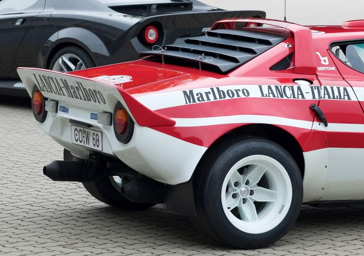 2010-New-Stratos-Lancia-Stratos-Distinctive-Roof-and-Rear-Spoiler-1920x1440.jpg